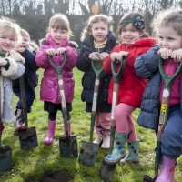 http://malvernprimaryschool.co.uk/wp-content/uploads/2015/05/Rec-at-tree-plant.jpg
